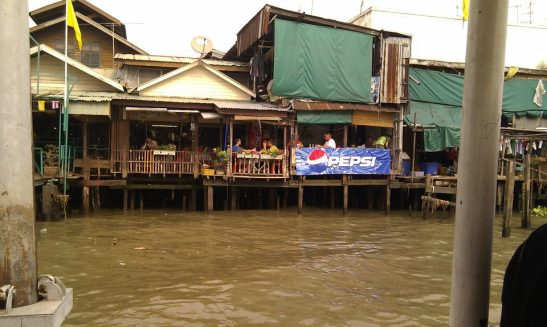 Eateries by the Chao Praya River