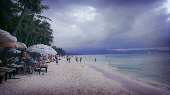Bad weather won't keep people from flocking the shore of Boracay