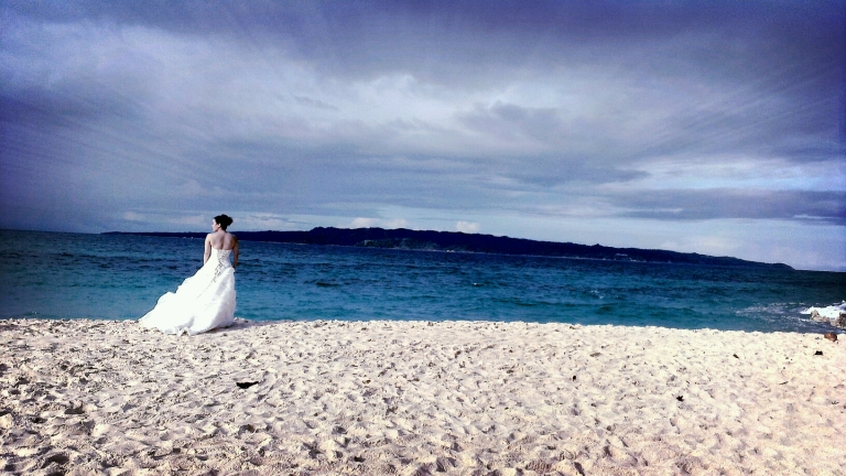 Prenuptial pictorial at Puka Beach, Boracay