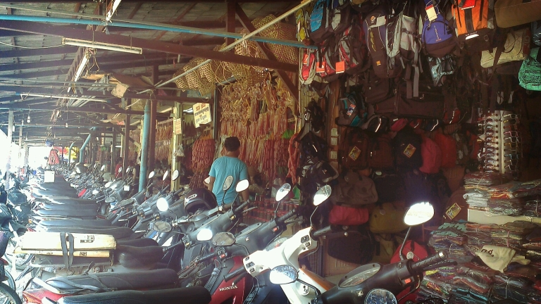 One-stop shop: dry meat, bags and bike rentals all in one place!