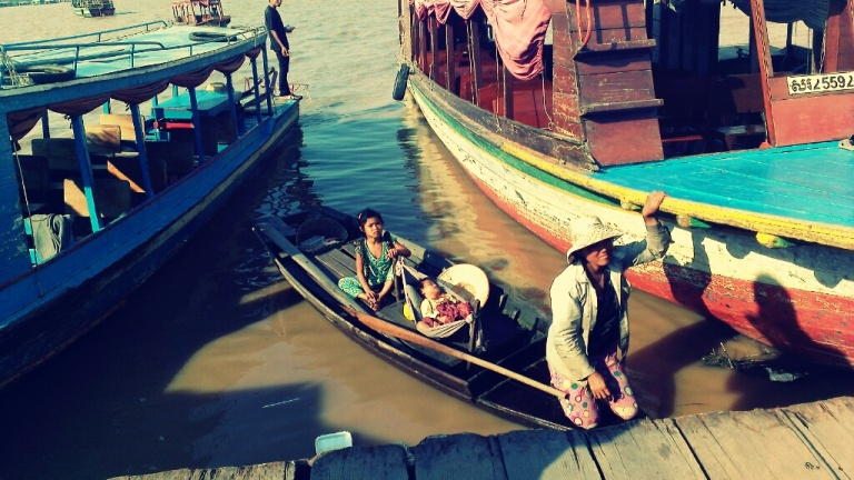 """A small family asking for """"donations"""" at Tonle Sap floating village"""