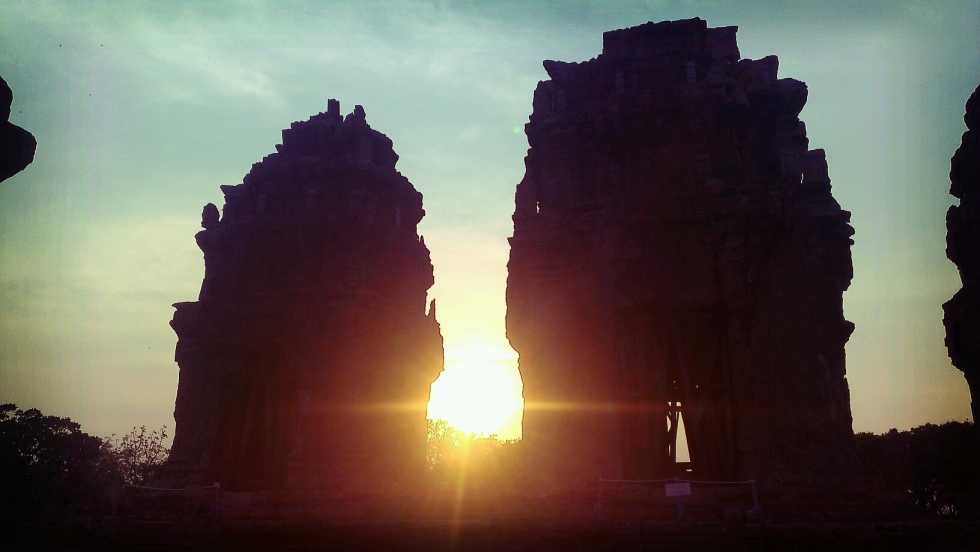 Sunset at Wat Knang Phnom Krom temple