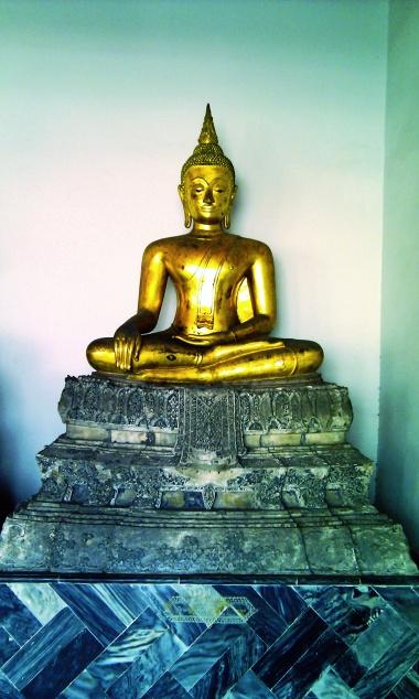 A golden buddha at Wat Pho, Bangkok