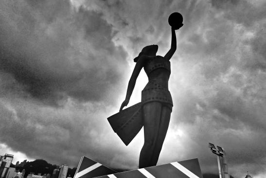 Avenue of Stars Statue
